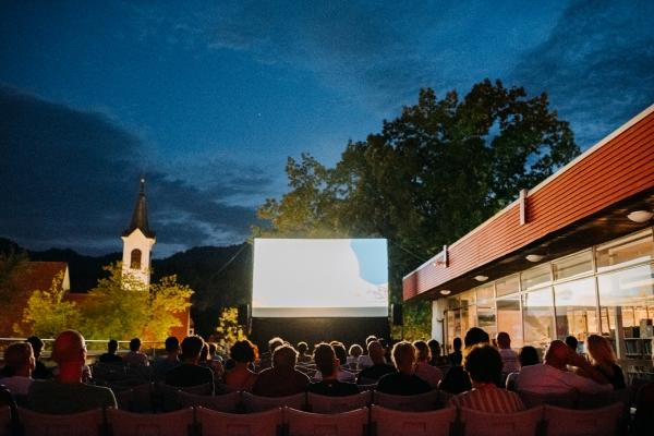 Kino nad mestom
